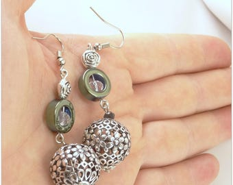 Green anodized hematite ring, chiseled metal flower bead and crystal earrings - An 123Pierres jewel