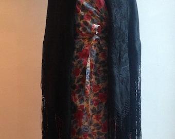 SUBLIME! -1930s black silk piano shawl - Vintage piano shawl - Vintage shawl - Silk shawl - Embroidered piano shawl - Collectible