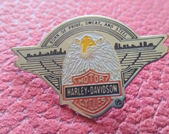 harley davidson , 1989 , official pin vintage . born of pride , sweat and steel !! original brooch. for real collectors.