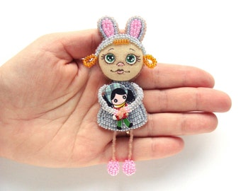 Bunny doll brooch Rabbit doll for little girl Beaded bunny Tiny bunny brooch Beaded rabbit Tiny rabbit brooch for girl Bunny pin Rabbit pin