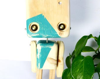 Reclaimed wood - green triangle robot