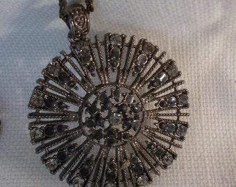 Diamante and black gem star pendant