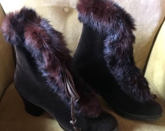 Vintage 1930's ladies shoe in GALOSHES brown VELVET exterior with FUR trim, fully lined look never worn size 4
