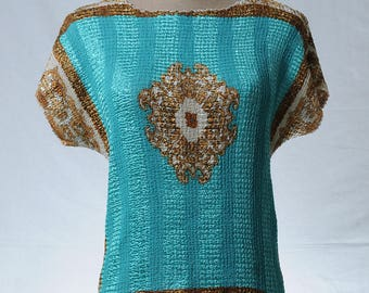 Vintage crepe pull over sleeveless tiffany blue with gold tone frame pendant print top
