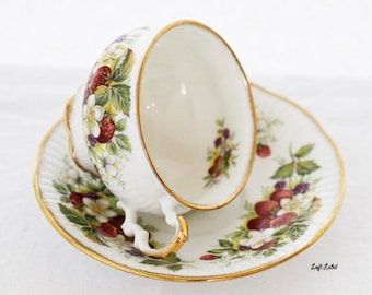 Sunny Elizabethan Strawberries & Fruit teacup and saucer (in a wide rimmed shape), England, c1970s