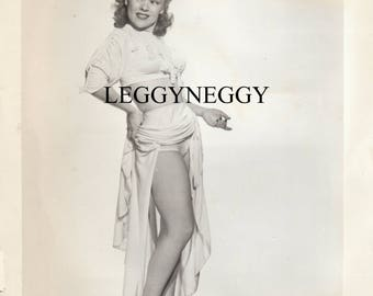 Vintage b/w Photo 1950's Pretty Housewife, Pinup Girl Leggy Pose,stockings,Busty Original