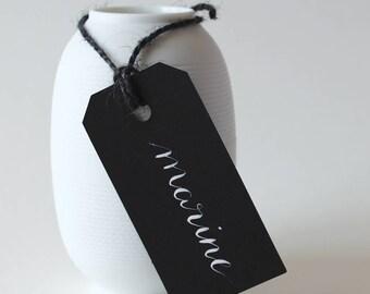 Marque place Etiquette Noir | Escort card gift tag calligraphie à la main - mariage et événement | Calligraphie noms invités table mariage