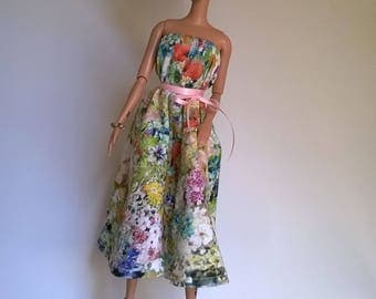 Backless Barbie dress with wide hem and flowers design