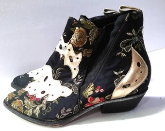 Vintage Boho embroidered Two Lips Ankle Boot