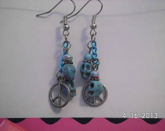 Turquoise skulls w/charm earrings.