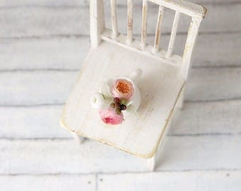 """TO ORDER - Mini bouquet of peony roses """"Juliet"""" and white ranunculus 1/12 scale, dollhouse decor, dollhouse flowers, dollhouse miniatures"""