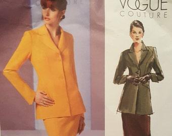 V2887 - Vogue Paper Pattern - Vogue Couture - Misses'/Misses' Petite Jacket and Skirt