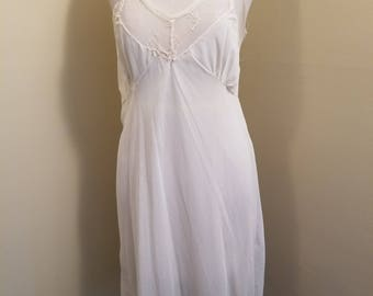 Vintage 1940s nylon slip, great for a begining collector!
