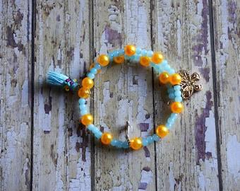 Bracelet of  beads and  acrylic.