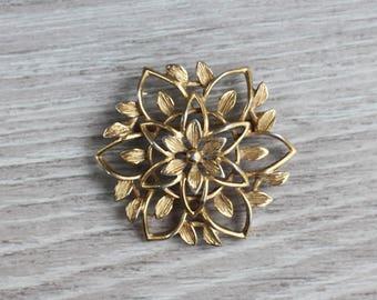 Gold Leaf Filigree Brooch