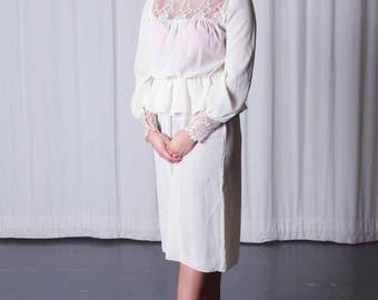 Vintage 80's Long Sleeved Ivory Laced Dress