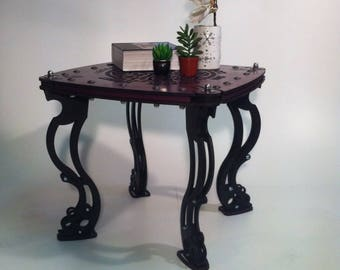 Color coffee table plum and black, engraved inscription Homère, several sizes;  fashion design