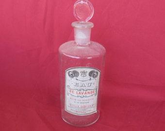 grand ancien flacon à parfum ancien eau de lavande Félix Campan,carrefour des 5 cantons à Bayonne, Pays Basque -Old perfume bottle
