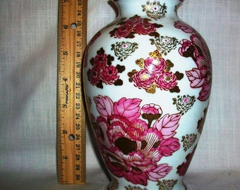 "Listing 199 is a Gold Imari 7.5""H vase"
