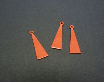 3 charms (XBBR01) 15 * 5mm red metal triangle