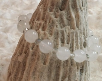 White jade and crystal beaded bracelet