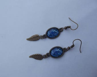 "Earrings bronze colored hooks, small oval glass cabochon motif ""tasks painting"" blue/white, leaf charm"