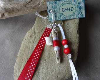 Door keys or jewelry bag in red and white shell and Driftwood