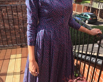 LAURA ASHLEY DRESS: Unique 1980s vintage day dress with floral pattern and lace collar