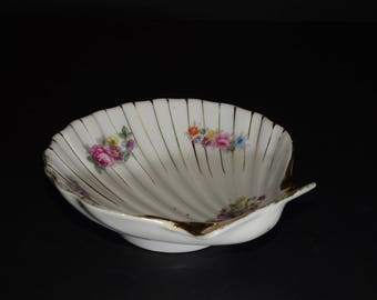 Made in Occupied Japan, footed, sea shell, scallop dish, floral decoration, Gold Rimmed, 1940s, Coin Trays, Pin tray Dish, soap dish Vintage