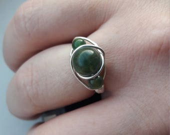 Green Agate and Jasper statement wire ring. Silver plated copper wire. Large Agate bead with 2 small jasper beads. Boho hippy style. UK O
