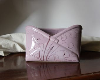 Ceramic's mail holder with curly decoration