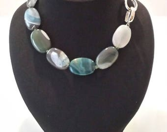 Round neck agate necklace with Blue Lake Shades