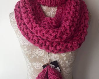 Handknitted snood / infitinty scarf
