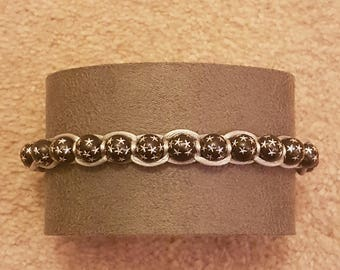 Handmade Silver macrame bracelet with starburst beading