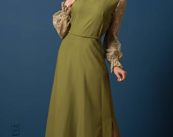 Vintage Pea Green Laced Sleeve Maxi Gown (Size Medium/Large)