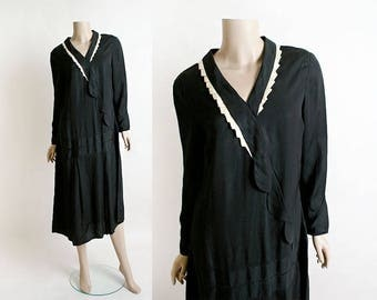 Vintage 1920s Silk Flapper Dress - Black Satin with Cream Trim Neckline - Scallop - Drop Waist - Mourning Dress  Long Sleeve 20s Dress Large