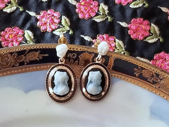 Lovely antique Victorian 14k rose gold sardonyx hardstone cameo drop earrings with freshwater pearl accented posts