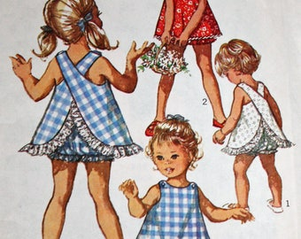 "Vintage 1960s Sewing Pattern, Simplicity 8165, Girl's Top and Bloomers, Girl's Size 4, Breast 23"", Estate Sale Find"