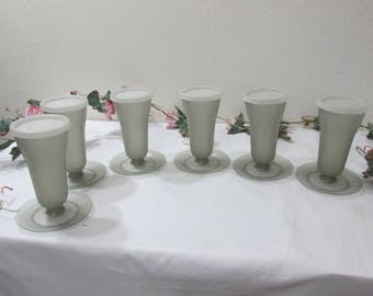 Tupperware Dessert Cups Set of 6 Parfait Cups with Lids