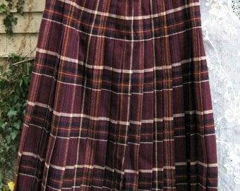 size 12 JAEGER of LONDON skirt Wool Blend Burgundy Red Wine ladies plaid skirt, Highlander