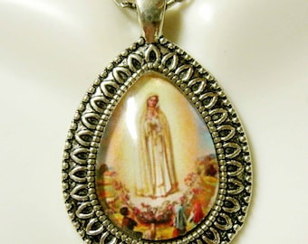 Our Lady of Fatima pendant with chain - AP15-091