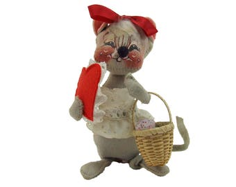 Vintage 1976 AnnaLee Annalee Valentine Mouse with Basket and Felt Heart Cloth Art Doll Six Inches Tall