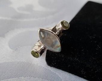 Sajen Sterling Moonstone Peridot Ring, Sajen Sterling Silver Moonstone Peridot Ring Size 6, Sterling Silver Ring, Moonstone, Peridot, Ring