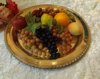 beautiful vintage artificial fruits, still life , look like real.You will have 4 fruits and 5 bunches of grapes .Gift idea