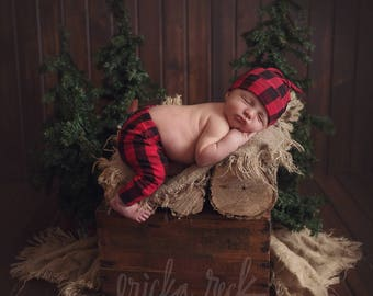 Lumberjack baby outfit - Modern baby leggings and hat - Baby leggings and top knot hat - Buffalo plaid baby - Newborn leggings