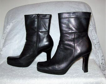 Vintage Ladies Black Leather Size Zip Ankle Boots Size 7 Only 14 USD