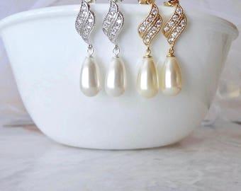 Pearl earrings, Pearl Drop Earrings, Sterling posts, Swarovski pearl earrings, Elegant, Brides earrings, Pearl wedding earrings, Classic