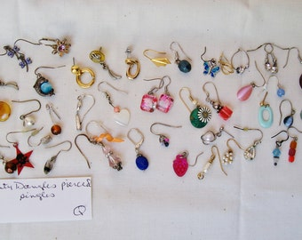 "Lot DAINTY DANGLE EARRINGS Pierced 2 Pair 43 Singles 1/4""- 7/8"" Wearable Craft Mixed Media Orphan Salvage Harvest Destash .Q"