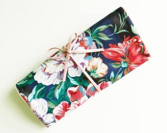 Vintage Floral Jewelry Roll / Floral Travel Accessories / Jewelry Storage / 80s Floral