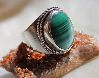 Ring stone of malachite and silver